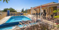 Villa in Carvoeiro, near the beach of Vale de Centianes